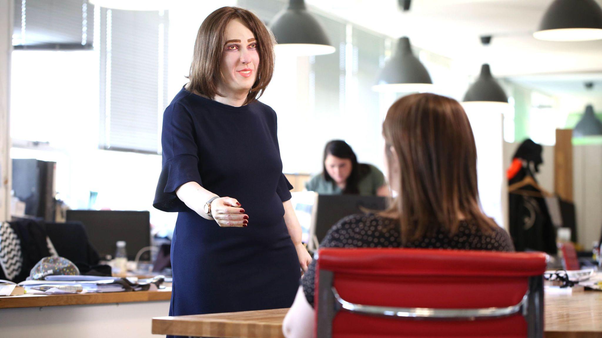 Model pracownika biurowego w przyszłości (Emma)