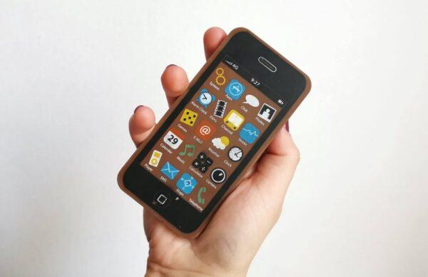 """Mobile Vikings wprowadza do oferty pierwszy """"telefon"""""""
